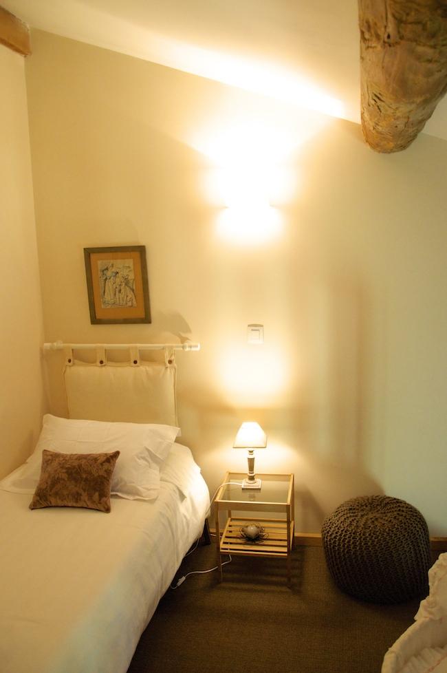 location de chambre d 39 h tes dans les pyr n es orientales romantique le mas du domaine de. Black Bedroom Furniture Sets. Home Design Ideas